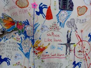 """Delaine Le Bas: """"Home Sweet Home"""" (Ausschnitt), Ausstellung """"Kushti Atchin Tan, Galerie Kai Dikhas. Foto © Urszula Usakowska-Wolff"""