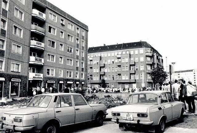 Fotogalerie Friedrichshain, Schlange 1980er Jahre. Foto © Fotogalerie Friedrichshain
