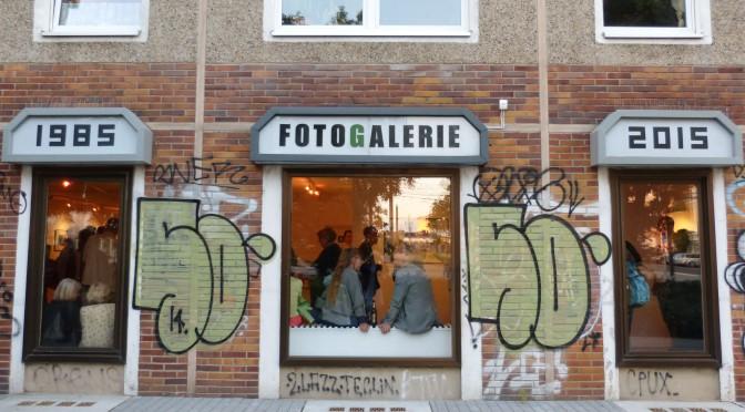 Jubiläumsausstellung in der Fotogalerie Friedrichshain: Farbe und digital von Fall zu Fall