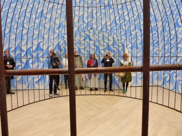 "Jeppe Hein, ""Cage and Mirror"", (Installationsfragment), Kunstmuseum Wolfsburg. Foto © Urszula Usakowska-Wolff"