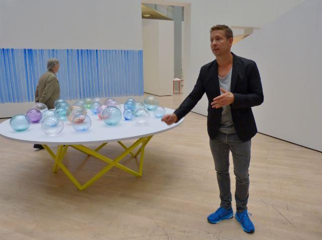 """Jeppe Hein in der Ausstellung """"This Way"""", Kunstmuseum Wolfsburg, 12.11.2015. Foto © Urszula Usakowska-Wolff"""