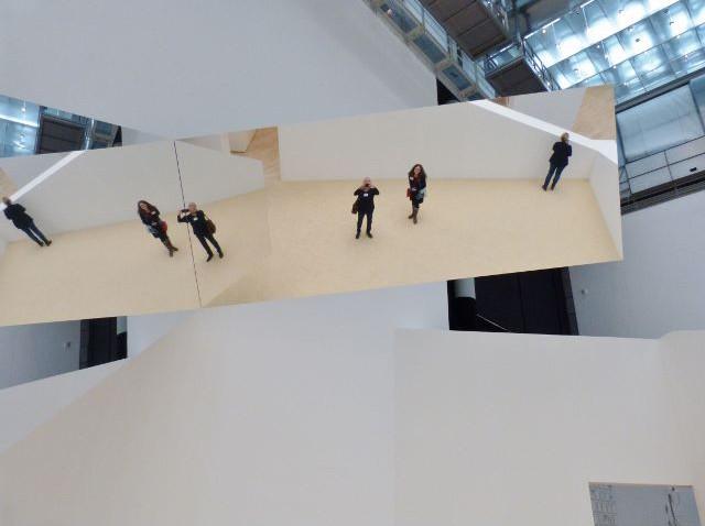 """Jeppe Hein, Blick in die Ausstellung """"This Way"""", Kunstmuseum Wolfsburg, 12.11.2015. Foto © Urszula Usakowska-Wolff"""