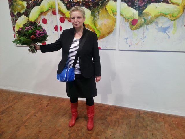 """Kirsten Klöckner vor ihrem Bild """"Thilo"""", Ausstellung """"Beutekunst II"""", AdK Berlin, 2013. Foto © Urszula Usakowska-Wolff"""