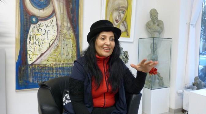 Shahla Aghapour: Malerin, Bildhauerin, Lyrikerin und Galeristin