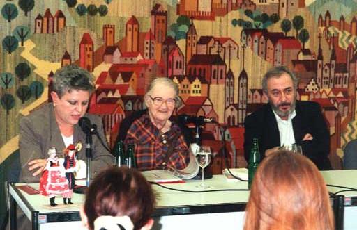 Urszula Usakowska-Wolff, Erna Rosenstein und Adama Sandauer, Leipziger Buchmesse 1996. Foto © Manfred Wolff