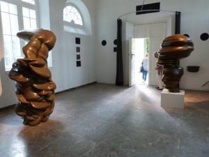 """Blick in die Ausstellung """"Sculpture"""" von Tony Cragg, CRP Orońsko, 2016. Foto © Urszula Usakowska-Wolff"""