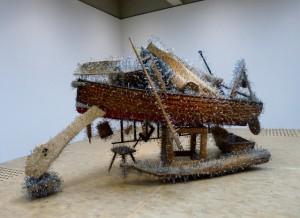 """Tony Cragg, Congregation, 1999. Ausstellung """"Sculpture"""", CRP Orońsko, 2016. Foto © Urszula Usakowska-Wolff"""