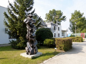 """Tony Cragg, Ever After, 2006, Bronze. Ausstellung """"Sculpture"""", CRP Orońsko, 2016. Foto © Urszula Usakowska-Wolff"""