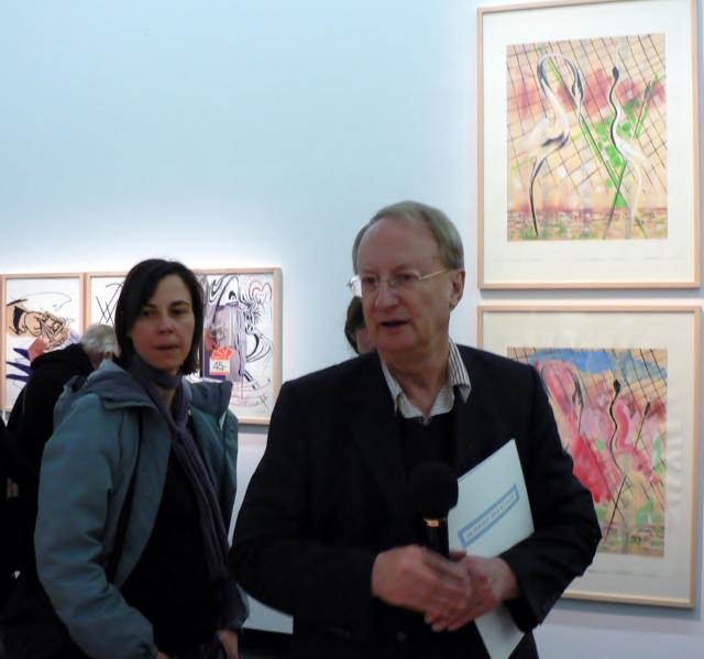 """Klaus Staeck in der Ausstellung """"Sigmar Polke – Eine Hommage. Bilanz einer Künstlerfreundschaft Polke/Staeck"""", Akademie der Künste, 2011. Foto © Urszula Usakowska-Wolff"""