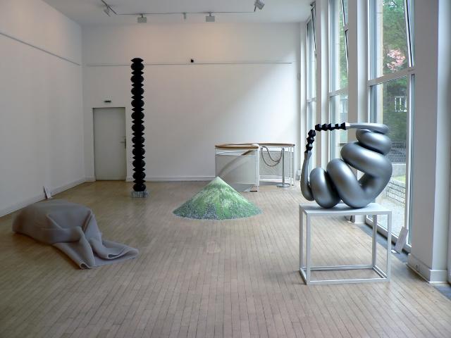 """Blick in die Ausstellung """"Abstrakt////Skulptur"""". Foto © Urszula Usakowska-Wolff"""