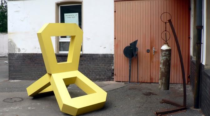 Kunstkosmos des Planeten Dada Post: Der Bildhauer Howard McCalebb und seine einzigartige Galerie – etwas abseits, doch inmitten des Berliner Kunstuniversums