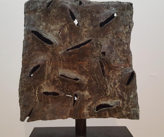 Emil Cimiotti, Afrikanisch II (Gruß an Willi Baumeister, 2002, Bronze gussgrau auf Stahl. Foto © Manfred Wolff