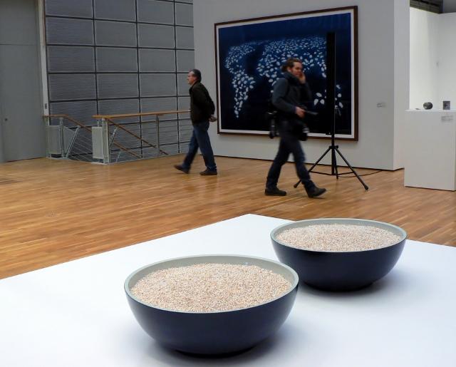 "Ai Weiwei, ""Bowl of Pearls"", 2006. Foto © Urszula Usakowska-Wolff"