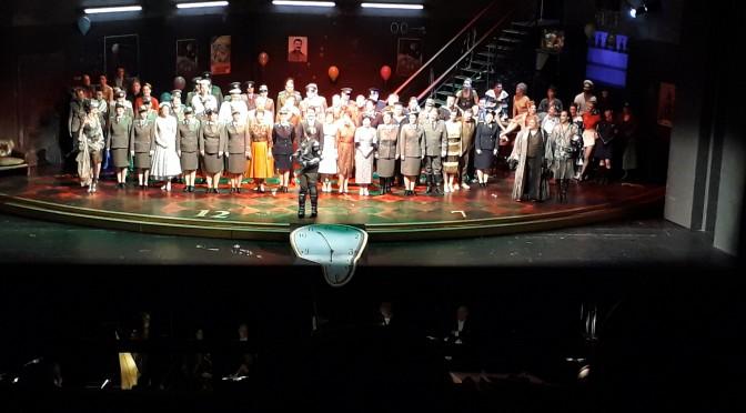 »Die Fledermaus« an der Deutschen Oper Berlin: Lust und Last im kommunistischen Keller und kosmischen Knast