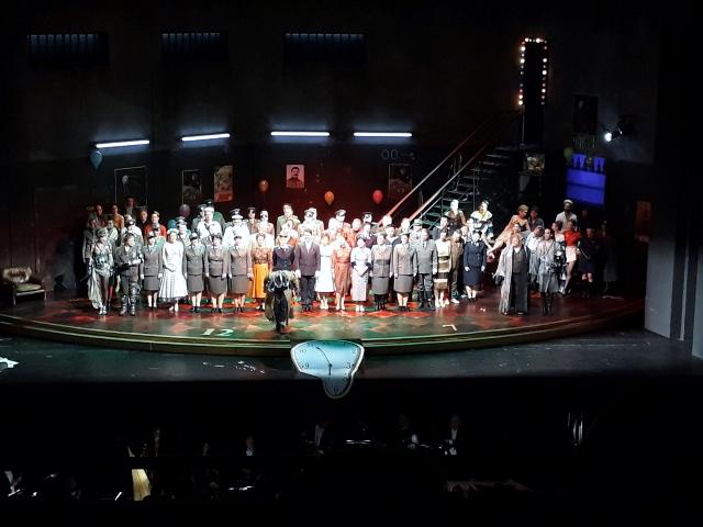 """Gruppenbild mit Stalin und Dalí , """"Fledermaus""""-Premiere, Deutsche Oper Berlin, 28.04.2018. Foto © Urszula Usakowska-Wolff"""