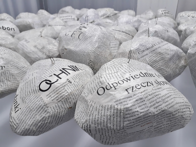 Hanna Maria Ograbisz-Krawiec, Die Essenz der Worte, Installationsfragment, Projektraum art.endart. Foto © Urszula Usakowska-Wolff