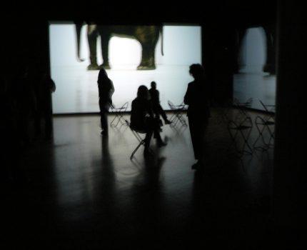 Douglas Gordon – Between Darkness and Light – im Kunstmuseum Wolfsburg