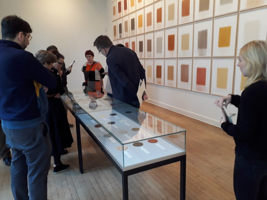 "Blick in die Ausstellung ""how green is the gras"" im Georg-Kolbe-Museum. Foto © Urszula Usakowska-Wolff"