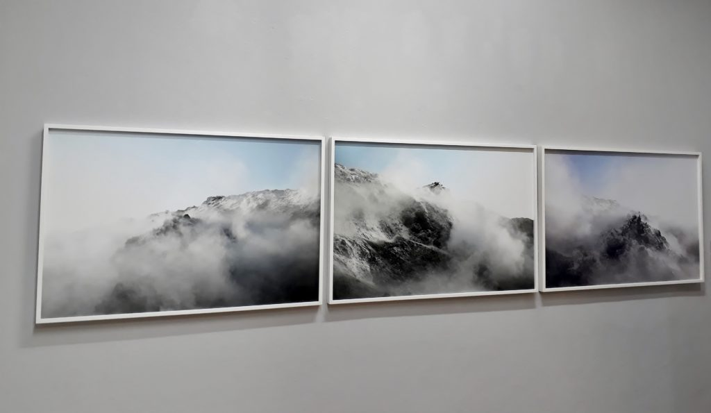 "Julian Charrière, aus der Serie ""Panorama"" (52° 29' 52.20"" N 13° 22' 19.48"" E; 52° 29' 51.18"" N 13° 22' 17.40"" E; 52° 29' 50.88"" N 13° 22' 19.37"" E, alle 2011). Foto © Urszula Usakowska-Wolff"