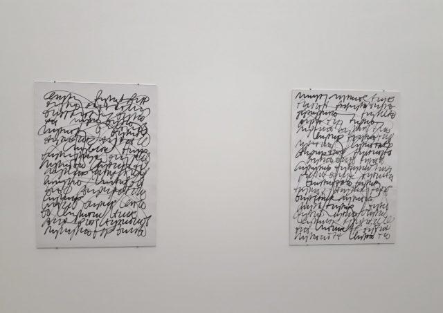 """Friederike Feldmann, aus der Serie """"Oneliner"""", 2014-2019, pigmentierte Tinte auf Papier. Foto: Urszula Usakowska-Wolff"""