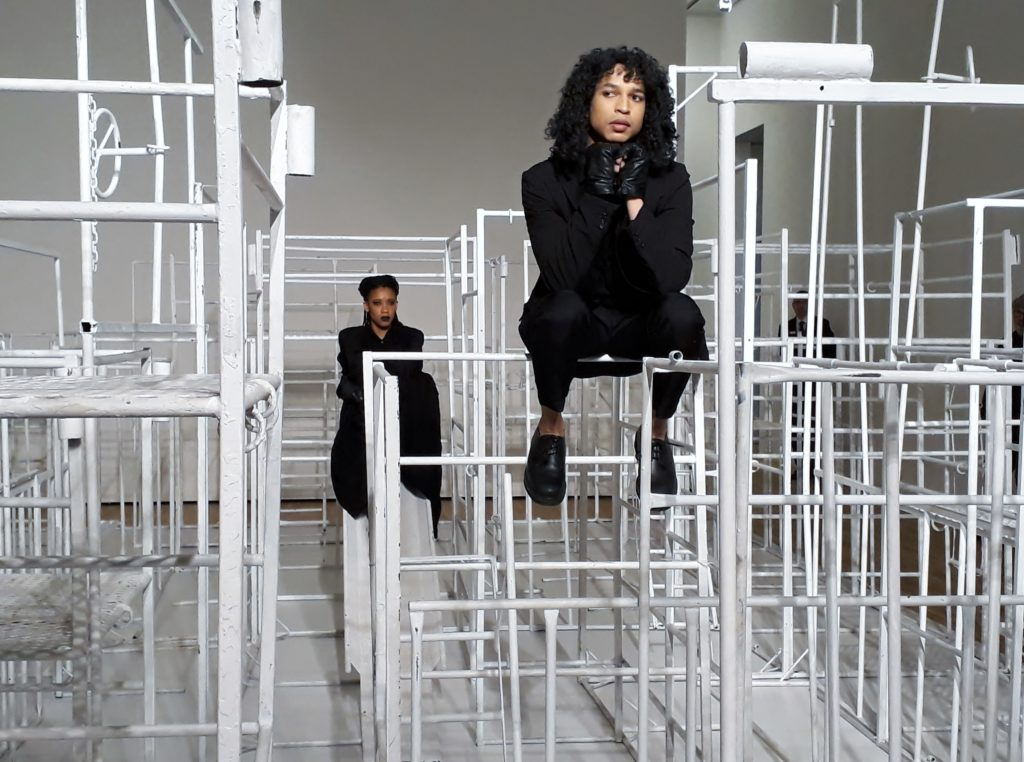 Maxime Scheepers (hinten) und Kevin Narain, Performance, 26. September 2019, Kunstmuseum Wolfsburg. Regie Robin Rhode. Foto © Usakowska-Wolff