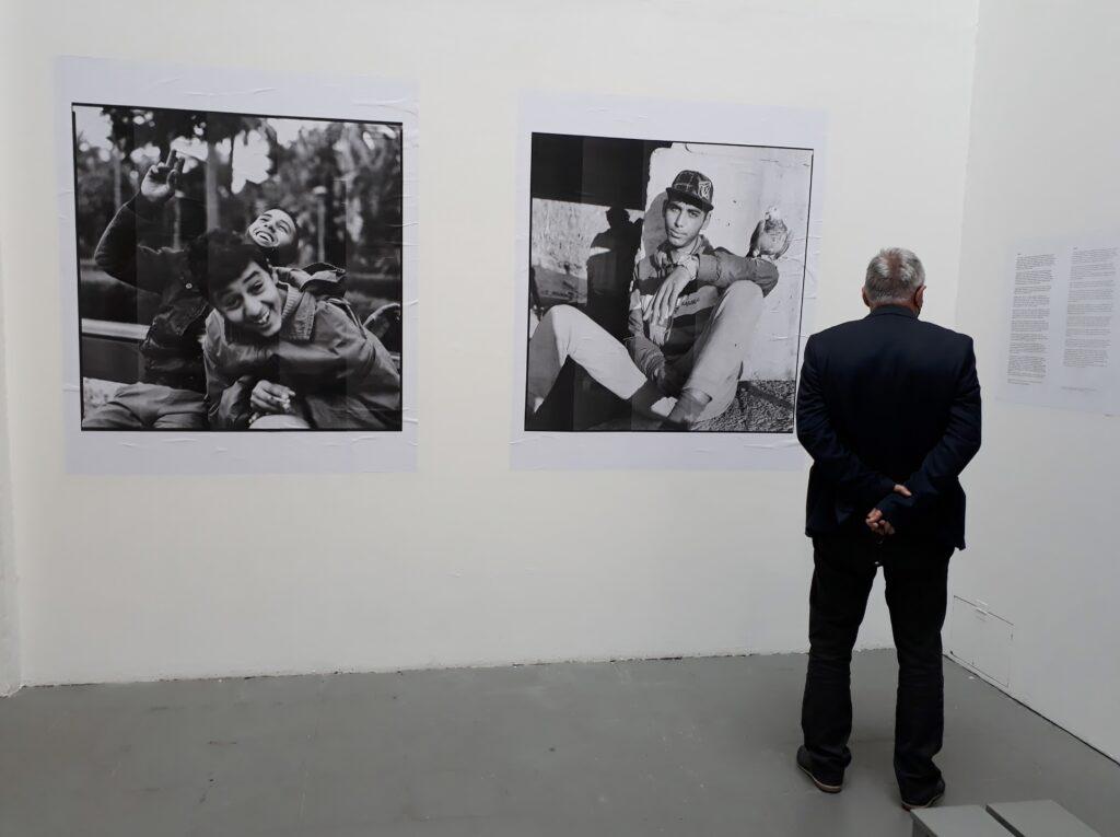 Blick in die Ausstellung Les enfants de la frontière sud von Charlotte Menin, Projektraum Meinblau, Berlin, 2020. Foto © Urszula Usakowska-Wolff
