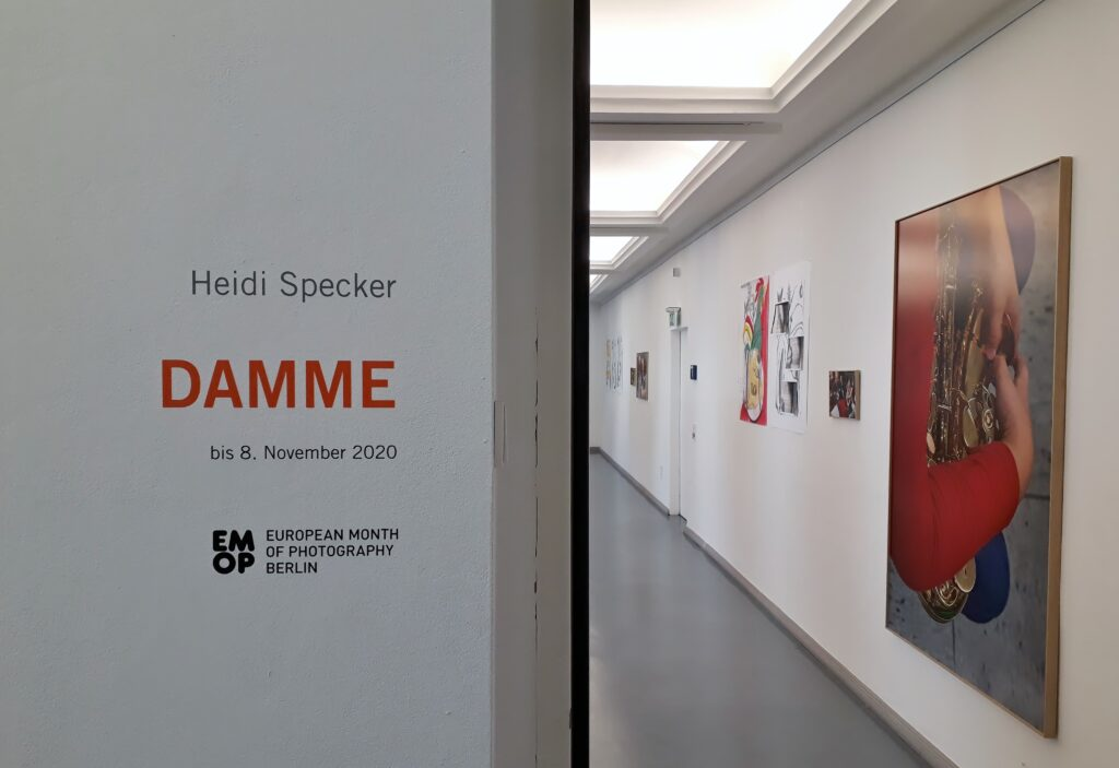 Blick in die Ausstellung Damme von Heidi Specker in der Kommunalen Galerie Berlin, 2020. Foto © Urszula Usakowska-Wolff
