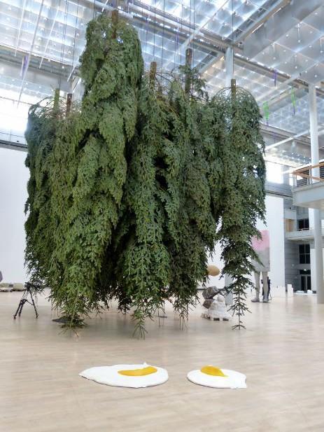 Erwin Wurm, Fichte, Kunstmuseum Wolfsburg 2015. Foto © Urszula Usakowska-Wolff