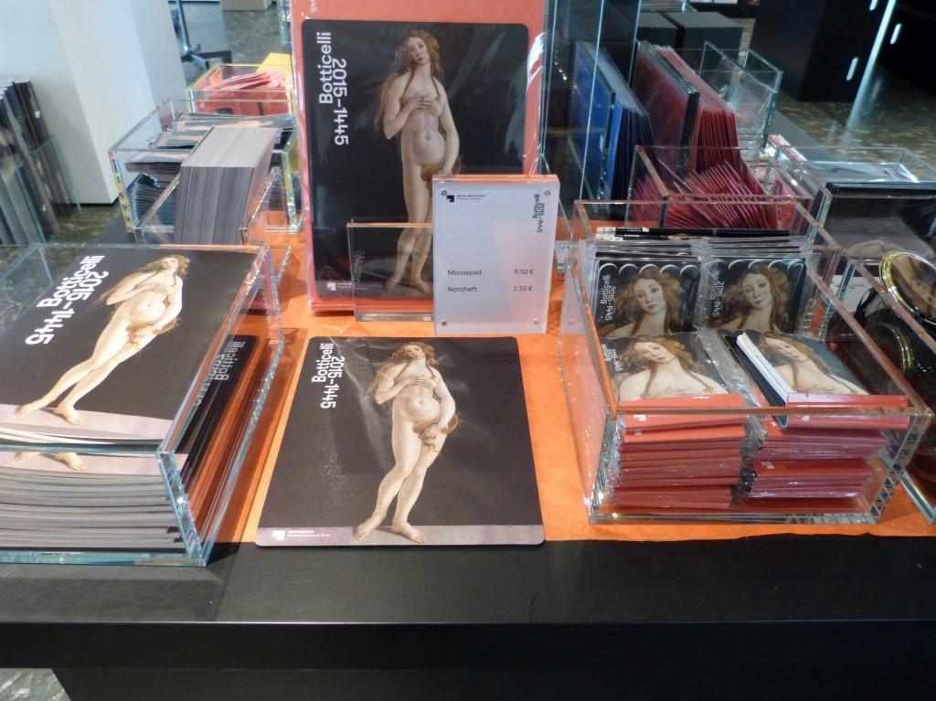 """Museumsshop """"The Botticelli Renaissance in der Gemäldegalerie am Kulturforum Berlin. Foto © Urszula Usakowska-Wolff"""