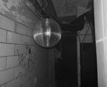 The Dark Rooms – Ausstellung in dunklen Räumen