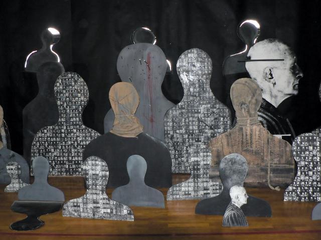 Józef Szajna, Silhouetten und Schatten, 1971-1997. Foto Manfred Wolff