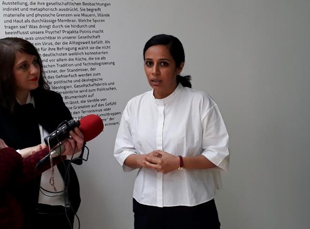Prajakta Potnis mit Dr. Uta Ruhkamp (links). Foto © Urszula Usakowska-Wolff