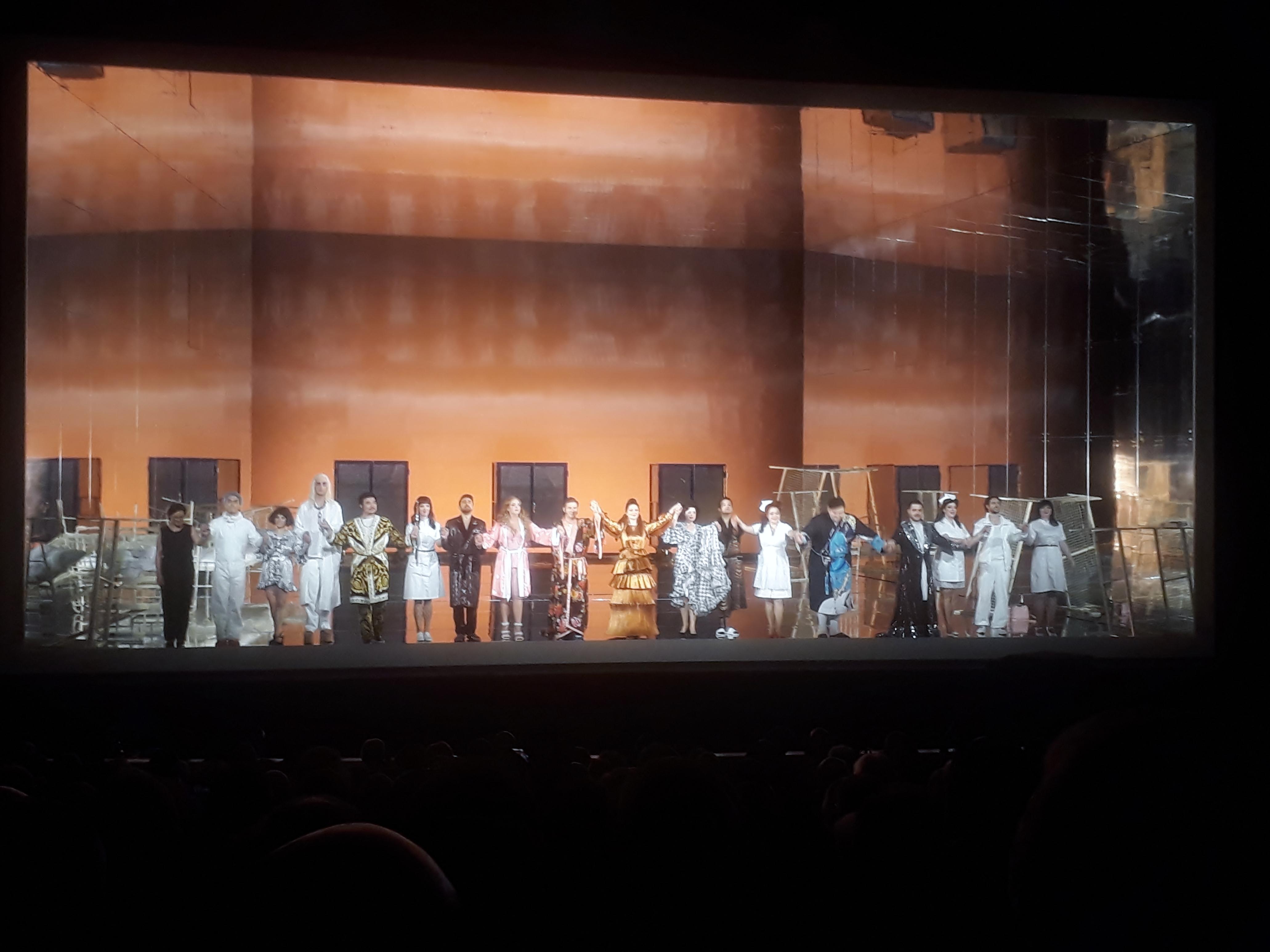 Rossinis Dramma giocoso »Il viaggio a Reims«: Eine grandiose Symbiose zwischen tanto Belcanto und geflaggter Unterhose