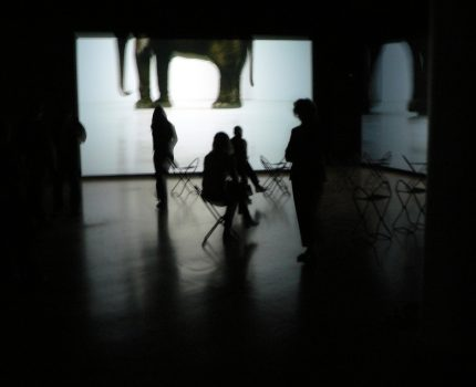 Douglas Gordon – Between Darkness and Light – im Kunstmuseum Wolfsburg
