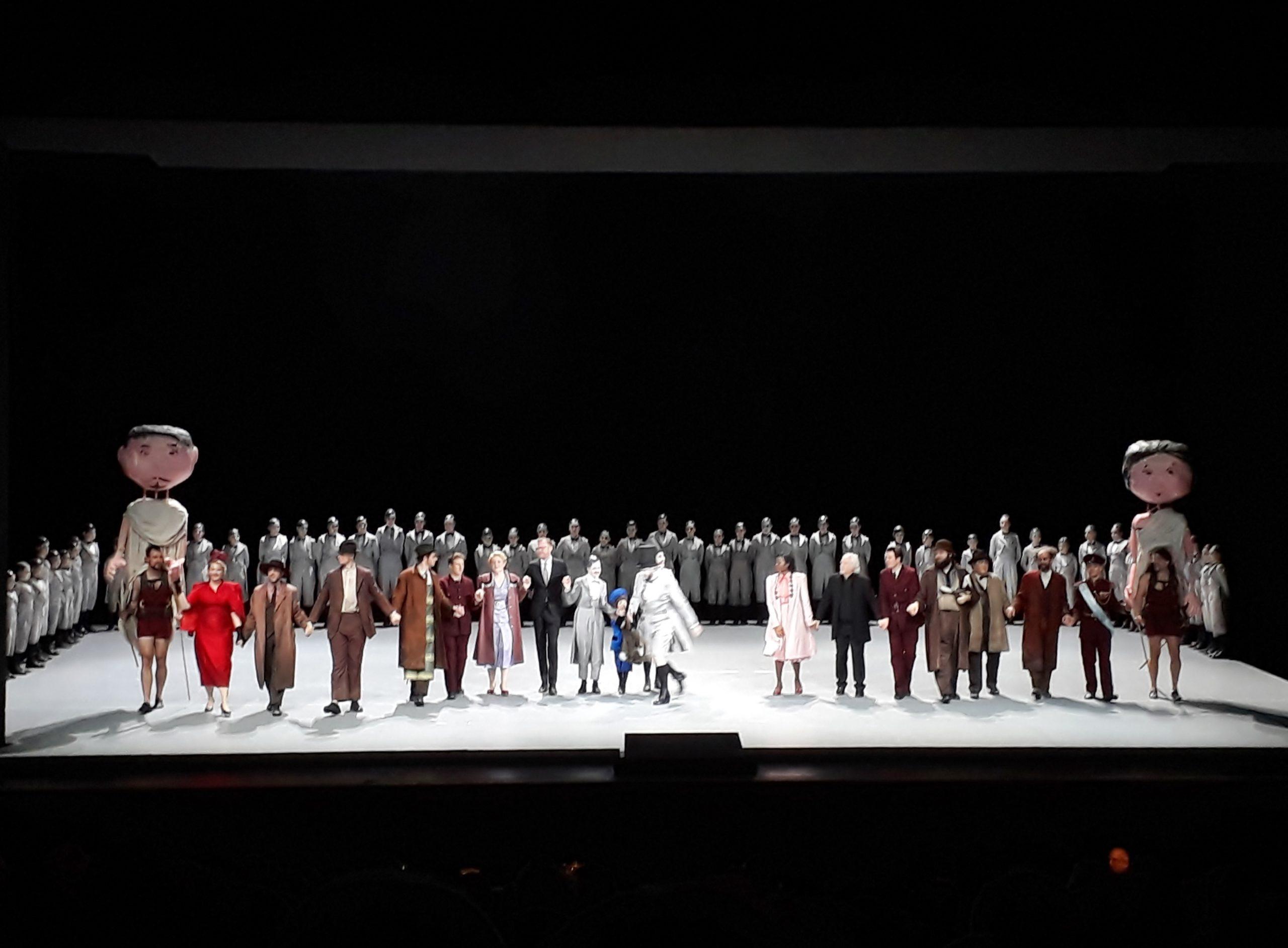 Menschen sind bunt, Elfen sind grau: »A Midsummer Night's Dream« von Benjamin Britten in der Deutschen Oper Berlin